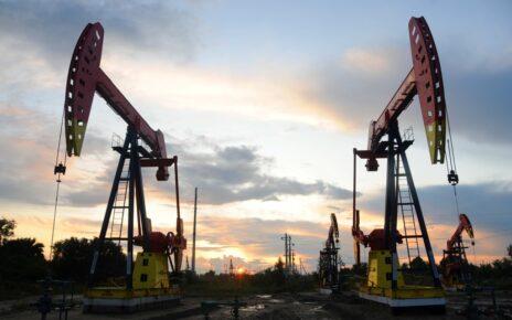 Giá dầu lao dốc ba phiên liên tiếp