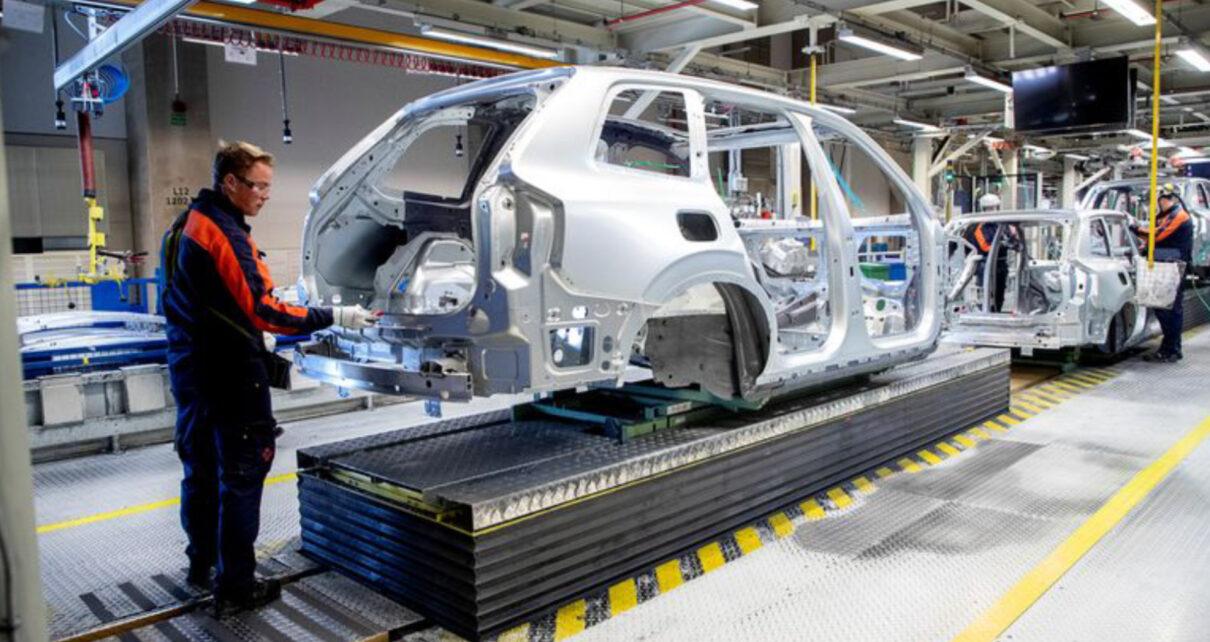 Tesla dự định mua cả nhà máy sản xuất chip để đảm bảo nguồn cung
